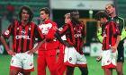 Παίκτες της Μίλαν ύστερα από την ήττα με 1-2 για το ιταλικό Supercoppa. Η αναμέτρηση έγινε στις 25 Αυγούστου του 1996