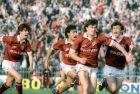 Βασίλης Καραπιάλης, Γιάννης Αλεξούλης και ο αείμνηστος Γιώργος Μητσιμπόνας πανηγυρίζουν γκολ της Λάρισας απέναντι στον Ηρακλή (01/05/1988)