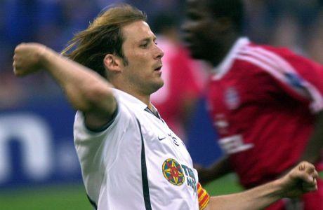 Ο Γκάιθκα Μεντιέτα της Βαλένθια πανηγυρίζει γκολ που σημείωσε κόντρα στην Μπάγερν στον τελικό του Champions League 2000-2001 στο 'Τζιουζέπε Μεάτσα', Μιλάνο, Τετάρτη 23 Μαΐου 2001