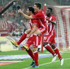 """Οι """"ερυθρόλευκοι"""" πανηγυρισμοί στο γκολ του Μποτία"""