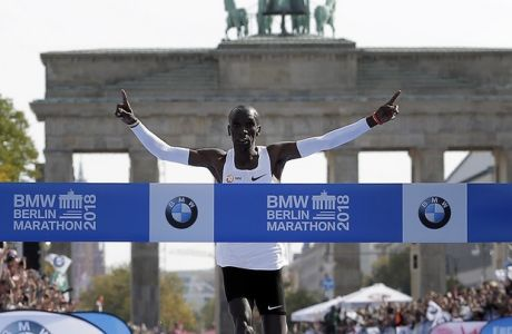 Eliud Kipchoge runs to win the 45th Berlin Marathon in Berlin, Germany, Sunday, Sept. 16, 2018. Eliud Kipchoge set a new world record in 2 hours 1 minute 40 seconds. (AP Photo/Markus Schreiber)