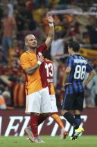 Galatasaray's Wesley Sneijder, of the Netherlands, acknowledges the fans as he celebrates his goal against Inter Milan with his teammates during a pre-season friendly soccer match at Turk Telekom Arena in Istanbul, Sunday, Aug. 2, 2015. Galatasaray won the match 1-0. (AP Photo)