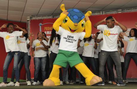 O Αρμαντίλο, μια εντελώς ακίνδυνη, όπως αποδείχθηκε, μασκότ από το Παγκόσμιο Κύπελλο της Βραζιλίας