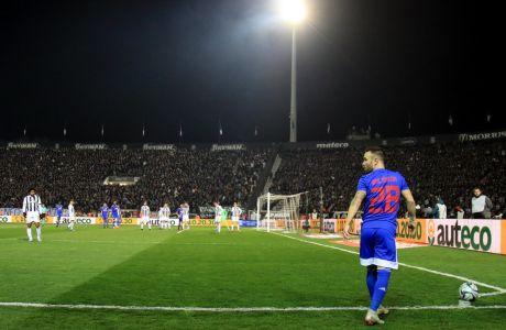 Ο Ματιέ Βαλμπουενά του Ολυμπιακού σε στιγμιότυπο της αναμέτρησης με τον ΠΑΟΚ για τη Super League 1 2019-2020 στο γήπεδο της Τούμπας, Κυριακή 23 Φεβρουαρίου 2020