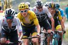 Τρεις ποδηλατικές γενιές σε μια φωτογραφία. Αριστερά ο Έγαν Μπερνάλ, νικητής του Tour πέρυσι, στο κέντρο Γκέρεντ Τόμας και Κρις Φρουμ, νικητές του Tour από το 2013 μέχρι το 2018 και δεξιά ο Πρίμος Ρόγκλιτς, από τα μεγαλύτερα φαβορί για την κατάκτηση του φετινού Γύρου Γαλλίας.