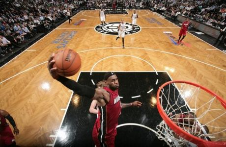 """NBA Top 5: Ο """"βασιλιάς"""" ξαναχτύπησε"""