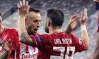 Ραφίνια και Βαλμπουενά πανηγυρίζουν τη νίκη επί της Ομόνοια στα πλέι οφ του Champions League