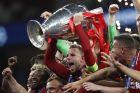 1η Ιουνίου 2019, ο Τζόρνταν Χέντερσον σηκώνει το τρόπαιο του Champions League, στον τελικό ενάντια στην Τότεναμ
