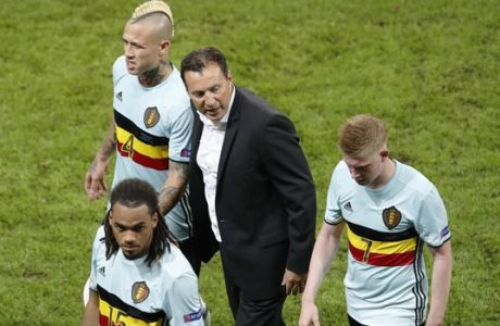 Belgium coach Marc Wilmots, center, speaks to players after the Euro 2016 quarterfinal soccer match between Wales and Belgium, at the Pierre Mauroy stadium in Villeneuve dAscq, near Lille, France, Friday, July 1, 2016. (AP Photo/Michael Sohn)