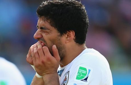 NATAL, BRAZIL - JUNE 24:  Luis Suarez of Uruguay reacts during the 2014 FIFA World Cup Brazil Group D match between Italy and Uruguay at Estadio das Dunas on June 24, 2014 in Natal, Brazil.  (Photo by Clive Rose/Getty Images)