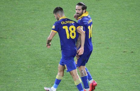 Οι Νέλσον Ολιβέιρα και Μάρκο Λιβάγια της ΑΕΚ σε στιγμιότυπο της αναμέτρησης για τον 2ο ημιτελικό Κυπέλλου Ελλάδας 2019-2020 στο 'Κλεάνθης Βικελίδης'   Τετάρτη 24 Ιουνίου 2020