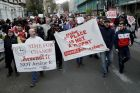 Arsenal fans march calling for the resignation of French manager Arsene Wenger ahead of their English FA Cup quarterfinal soccer match against Lincoln City at the Emirates stadium in London, Saturday, March 11, 2017. (AP Photo/Matt Dunham)