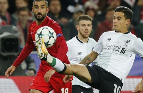 Spartak's Aleksandr Samedov, left, and Liverpool's Philippe Coutinho challenge for the ball during the Champions League soccer match between Spartak Moscow and Liverpool in Moscow, Russia, Tuesday, Sept. 26, 2017. (AP Photo/Alexander Zemlianichenko)