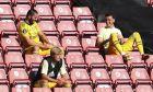 Ο Μεσούτ Εζίλ στις κερκίδες του St Mary's Stadium κατά την διάρκεια της αναμέτρησης Σάουθαμπτον-Άρσεναλ για την αγγλική Premier League, στις 25 Ιουνίου 2020. (Cath Ivill/Pool via AP)