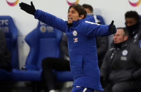Chelsea's team manager Antonio Conte gestures during the English FA Cup quarterfinal soccer match between Leicester City and Chelsea, at the King Power stadium in Leicester, England, Sunday, March 18, 2018. (AP Photo/Frank Augstein)