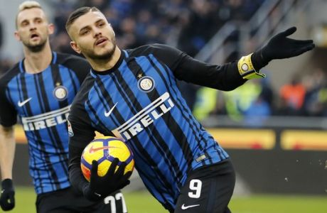 Inter Milan's Mauro Icardi scores his side's opening goal during the Serie A soccer match between Inter Milan and Udinese at the San Siro stadium in Milan, Italy, Saturday, Dec. 16, 2017. (AP Photo/Antonio Calanni)