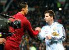 """Ρονάλντο και Μέσι, αρχηγοί των εθνικών ομάδων τους, σε φιλική αναμέτρηση Πορτογαλίας και Αργεντινής στο """"Ολντ Τράφορντ"""" (18/11/2014)."""