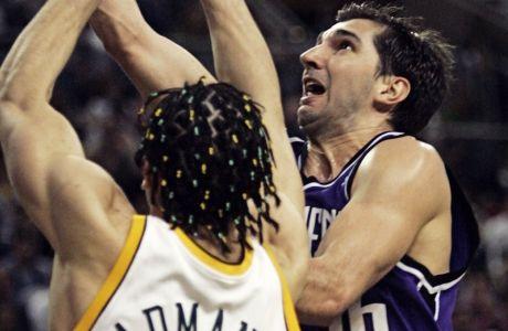 Ο Πέτζα Στογιάκοβιτς και ο Βλάντιμιρ Ραντμάνοβιτς είναι οι δύο από τους τρεις Σέρβους που επιλέγησαν πιο ψηλά από τον Ποκουσέφσκι στο NBA Draft. Αμφότεροι έπαιξαν σε τελικούς ΝΒΑ