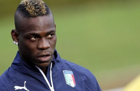 Italian national soccer team's Mario Balotelli attends a training session with the team at the Coverciano Training Center, near Florence, central Italy, Monday, Nov.10, 2014. Italy will play Croatia in Milan on Sunday in a Euro2016, Group H, qualifying round soccer match. (AP Photo/Fabrizio Giovannozzi)