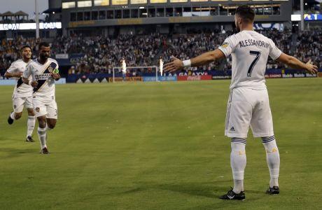 Ο Ρομέν Αλεσαντρινί των LA Galaxy πανηγυρίζει ένα γκολ απέναντι στη Minnesota United