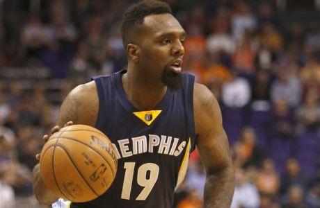 Memphis Grizzlies forward P.J. Hairston (19) in the third quarter during an NBA basketball game against the Phoenix Suns, Saturday, Feb. 27, 2016, in Phoenix. The Suns defeated the Grizzlies 111-106. (AP Photo/Rick Scuteri)