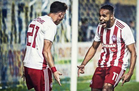 Ο Ελ Αραμπί πανηγυρίζει με τον Τσιμίκα το γκολ που πέτυχε στην εκτός έδρας νίκη (0-3) του Ολυμπιακού επί του Παναιτωλικού για την 13η αγ. της Super League (07/12/2019) - ΦΩΤΟΓΡΑΦΙΑ: ΓΙΩΡΓΟΣ ΔΕΡΒΙΣΗΣ / EUROKINISSI