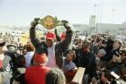 Η υποδοχή του Μπάστερ Ντάγκλας με τη ζώνη του παγκόσμιου πρωταθλητή βαρέων βαρών, στο Οχάιο