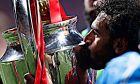 Ο Μοχάμεντ Σαλάχ της Λίβερπουλ φιλάει το τρόπαιο του Champions League ύστερα από τη νίκη 2-0 επί της Τότεναμ στον τελικό της διοργάνωσης, 'Γουάντα Μετροπολιτάνο', Μαδρίτη, Σάββατο 1 Ιουνίου 2019