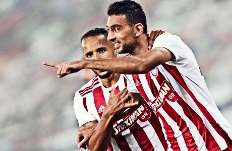Ο Χασάν πανηγυρίζει με τον Ελ Αραμπί το δεύτερο προσωπικό του τέρμα στην αναμέτρηση του Ολυμπιακού με τον ΟΦΗ, όπου οι 'ερυθρόλευκοι' επικράτησαν με σκορ 2-1 για την 5η αγ. των playoffs της Super League 2019-2020. ΦΩΤΟΓΡΑΦΙΑ: LATO KLODIAN / EUROKINISSI