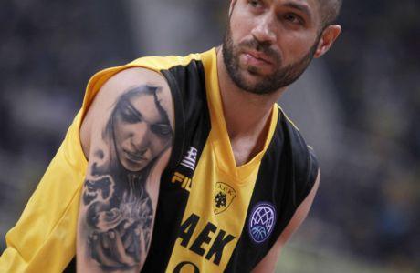 Ο Βασιλόπουλος έκανε τατουάζ τη... βασίλισσα του!