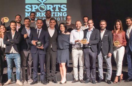 Σώσσωμη η ομάδα της Stoiximan και οι συνεργάτες της στην τελετή απονομής των Sports Marketing Awards. Μαζί τους, ο Σπύρος Γιαννιώτης, Ολυμπιονίκης και πρόεδρος της Κριτικής Επιτροπής των Βραβείων