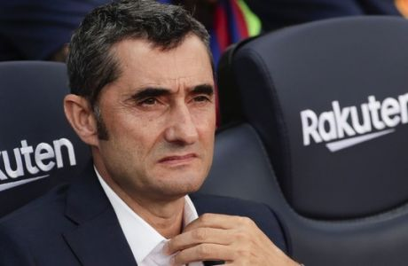 Barcelona's coach Ernesto Valverde looks on during a Spanish La Liga soccer match between Barcelona and Huesca at the Camp Nou stadium in Barcelona, Spain, Sunday Sept. 2, 2018. (AP Photo/Eric Alonso)