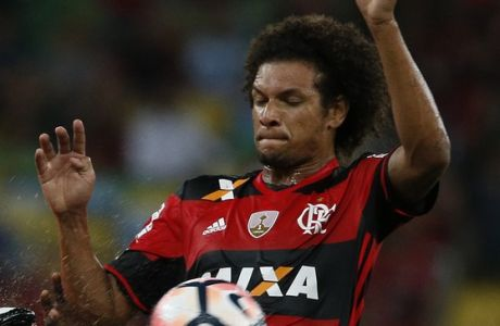 Douglas Coutinho of Brazil's Atletico Paranaense, left, fights for the ball with Willian Arao of Brazil's Flamengo during a Copa Libertadores soccer match at Maracana stadium in Rio de Janeiro, Brazil, Wednesday, Apr. 12, 2017. (AP Photo/Leo Correa)