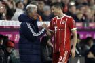 Bayern coach Jupp Heynckes, left, talks to Bayern's Robert Lewandowski during the German Soccer Bundesliga match between FC Bayern Munich and RB Leipzig in Munich, Germany, Saturday, Oct. 28, 2017. (AP Photo/Matthias Schrader)