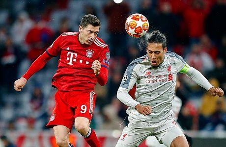 Ο Ρόμπερτ Λεβαντόβσκι της Μπάγερν σε στιγμιότυπο με τον Βίρτζιλ φαν Ντάικ της Λίβερπουλ για τον αγώνα της φάσης των 16 του Champions League 2018-2019 στην 'Άλιαντς Αρένα', Μόναχο | Τετάρτη 13 Μαρτίου 2019