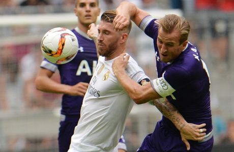 Madrid's Sergio Ramos, left, challenge for the ball with Tottenham's Harry Kane during  their friendly soccer match between  Real Madrid and Tottenham Hotspur, in the Allianz Arena stadium in Munich, southern Germany, Tuesday, Aug. 4, 2015. (AP Photo/Kerstin Joensson)