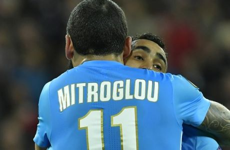 Marseille's Kostas Mitroglou congratulates Marseille's Dimitri Payet after Payet scored his side opening goal during their Europa League round of 16, 2nd leg, match between Athletic Bilbao and Olympique Marseille, at San Mames stadium, in Bilbao, northern Spain, Thursday, March 15, 2018. (AP Photo/Alvaro Barrientos)