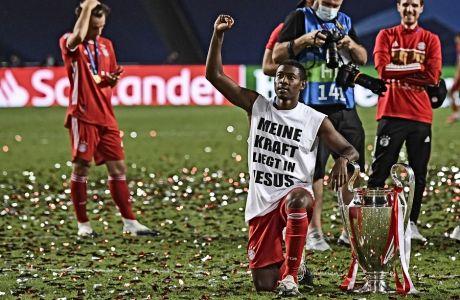 O Ντέιβιντ Αλάμπα, το βράδυ που η Μπάγερν έγινε πρωταθλήτρια Ευρώπης (23/8/2020), με το μήνυμα 'η δύναμη μου βρίσκεται στον Θεό'.