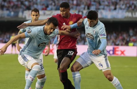 Manchester United's Marcus Rashford, center, fights for the ball with Celta's Gustavo Cabral, left and Facundo Roncaglia during a Europa League, semifinal, first leg soccer match between Celta and Manchester United at the Balaidos stadium in Vigo, Spain, Thursday May 4, 2017. (AP Photo/Lalo R. Villar)