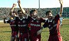 Παίκτες της Λάρισας πανηγυρίζουν νίκη που τους φέρνει πιο κοντά στην κατάκτηση του πρωταθλήματος της σεζόν 1987-1988