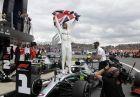 O Λιούις Χάμιλτον πανηγυρίζει την ιστορική νίκη στο Silverstone Circuit (AP Photo/Luca Bruno)