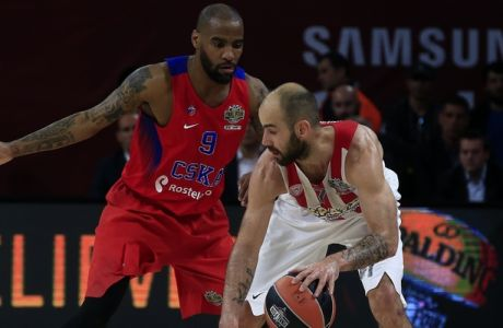 CSKA's Moscow Aaron Jackson, left, defends as Olympiakos' Vassilis Spanoulis controls the ball during their Final Four Euroleague semifinal basketball match at Sinan Erdem Dome in Istanbul, Friday, May 19, 2017. (AP Photo/Lefteris Pitarakis)