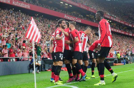 Παίκτες της Αθλέτικ Μπιλμπάο πανηγυρίζουν γκολ κόντρα στη Ρεάλ Σοθιεδάδ για την αναμέτρηση της Primera Division 2019-2020 στο 'Σαν Μαμές', Παρασκευή 30 Αυγούστου 2019