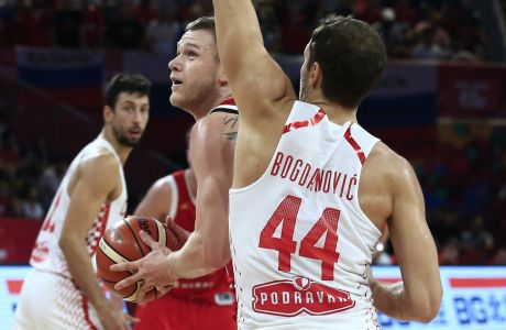 Russia's Andrey Zubkov drives to the basket as Croatia's Bojan Bogdanovic, right, tries to block him during their Eurobasket European Basketball Championship round of 16 match in Istanbul, Sunday, Sept. 10. 2017. (AP Photo/Lefteris Pitarakis)