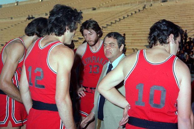 Υπό τις οδηγίες του Κώστα Μουρούζη ο Ολυμπιακός κατέκτησε το νταμπλ της περιόδου 1977-78