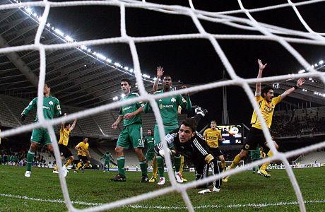 Στιγμιότυπο της αναμέτρησης της ΑΕΚ με τον Παναθηναϊκό για τον 2ο προημιτελικό του Κυπέλλου Ελλάδας 2010-2011 στο Ολυμπιακό Στάδιο, Τετάρτη 2 Φεβρουαρίου 2011