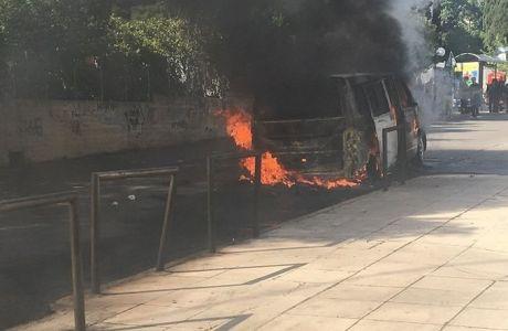 Εκαψαν βαν οπαδών του ΠΑΟΚ