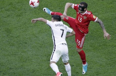 New Zealand's Kosta Barbarouses, left, vies for the ball with Russia's Fedor Kudriashovduring the Confederations, Cup Group A soccer match between Russia and New Zealand, at the St.Petersburg stadium in St.Petersburg, Russia, Saturday, June 17, 2017. (AP Photo/Dmitri Lovetsky)