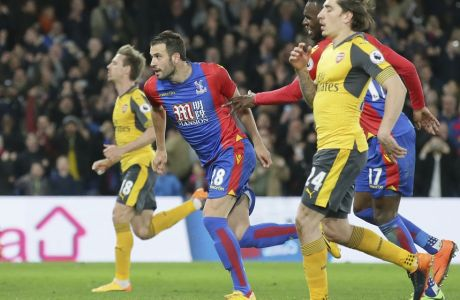 Crystal Palace's Luka Milivojevic, centre left, celebrates after scoring a penalty during the English Premier League soccer match between Crystal Palace and Arsenal at Selhurst Park in London, Monday April 10, 2017. (AP Photo/Tim Ireland)