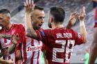 Ραφίνια και Ματιέ Βαλμπουενά του Ολυμπιακού πανηγυρίζουν γκολ κόντρα στην Ομόνοια για το 1ο παιχνίδι των playoffs του Champions League 2020-2021 στο 'Γεώργιος Καραϊσκάκης' | Τετάρτη 23 Σεπτεμβρίου 2020